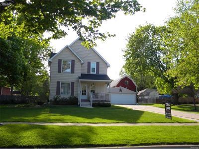 Shiawassee County Single Family Home For Sale: 1015 N Washington Street