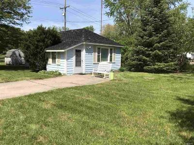 Romulus Single Family Home For Sale: 37160 Eureka Rd