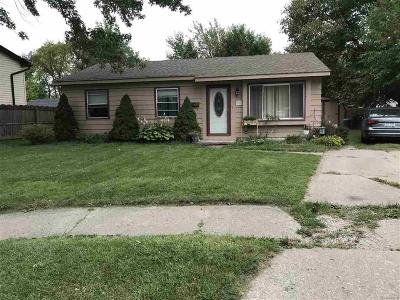 Romulus Single Family Home For Sale: 15571 Larkdale Ct