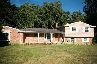 Bloomfield Twp MI Single Family Home For Sale: $499,999
