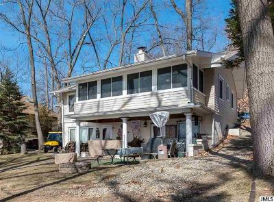 Hillsdale County Single Family Home For Sale: 11219 Oakwood