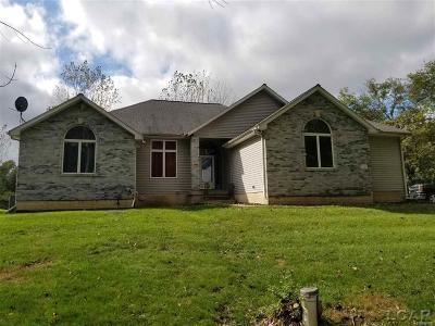 Lenawee County Single Family Home For Sale: 2206 Stone Cove Pt