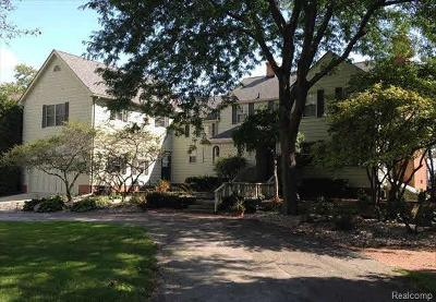 Monroe County Single Family Home Contingent - Continue To Show: 12260 Lakeshore Drive