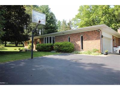 Rochester Hills Single Family Home For Sale: 1381 N Livernois
