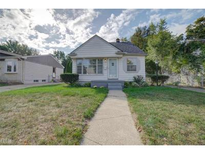 Clawson Single Family Home For Sale: 324 Gladwin