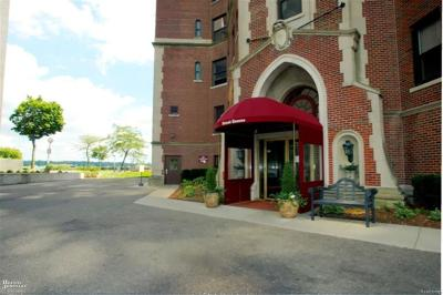 Detroit Condo/Townhouse For Sale: 8162 E Jefferson Ave #2B