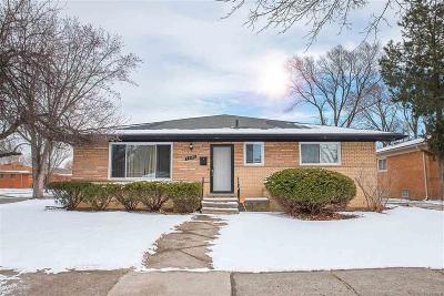 Oakland County Single Family Home For Sale: 23590 Beverly St