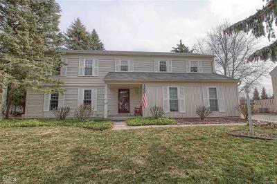 Rochester Hills Single Family Home For Sale: 1401 E Horseshoe Bend
