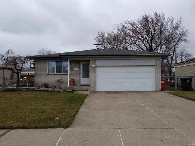 St Clair Shores, Roseville, Fraser, Harrison Twp Single Family Home For Sale: 16228 Secretariat Ave