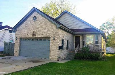 Madison Heights Single Family Home For Sale: 30443 Alger Blvd