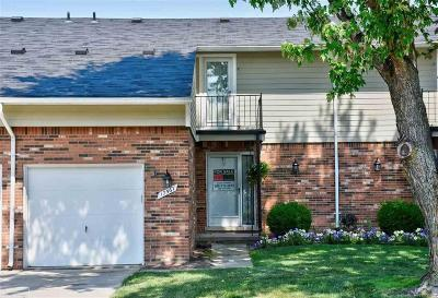 Clinton Twp Condo/Townhouse For Sale: 17567 Edward Circle