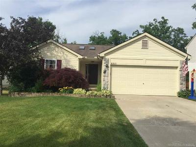 Oakland County Single Family Home For Sale: 5511 Lockwood