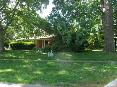 Shelby Twp MI Single Family Home For Sale: $246,500