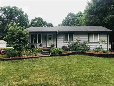 Shelby Twp Single Family Home For Sale: 6700 Mayfair