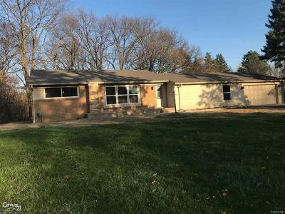 Bloomfield Twp Single Family Home For Sale: 2425 Emerson