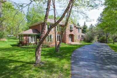Oakland Twp Single Family Home For Sale: 5645 Oak Bluff Rd.