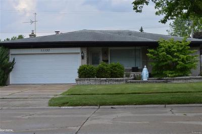 Sterling Heights MI Single Family Home For Sale: $194,500