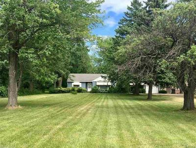 Chesterfield Twp Single Family Home For Sale: 48530 Gratiot