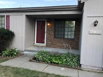 Walled Lake Single Family Home For Sale: 791 Woods
