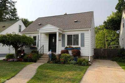 Royal Oak, Ferndale, Berkley, Clawson, Pleasant Ridge Single Family Home For Sale: 1617 Donald