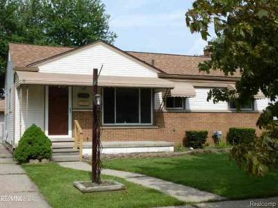 St Clair Shores, Roseville, Fraser, Clinton Twp, Harrison Twp Single Family Home For Sale: 26041 Bryan