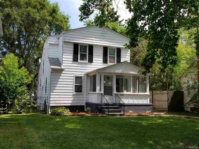 Warren, Eastpointe, Roseville, St Clair Shores Single Family Home For Sale: 14845 Collinson