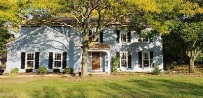 Rochester Single Family Home For Sale: 1261 E Horseshoe