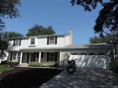 West Bloomfield Single Family Home For Sale: 5568 Abington Ln