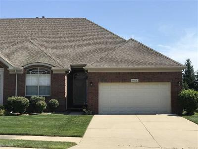 Macomb Twp Condo/Townhouse For Sale: 46938 Cynthia Dr