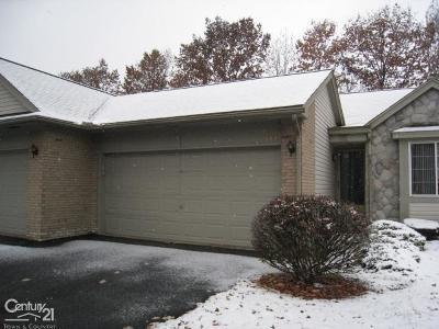 Utica Condo/Townhouse For Sale: 12000 Hickory W