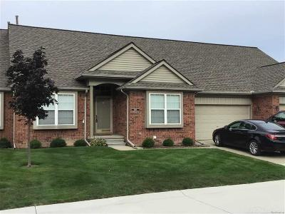 Sterling Heights Condo/Townhouse For Sale: 5685 Victory Circle