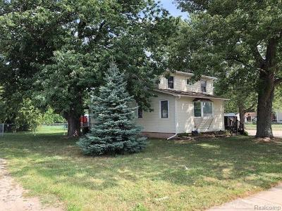 St Clair Shores, Roseville, Fraser, Harrison Twp Single Family Home For Sale: 16045 E 13 Mile Rd