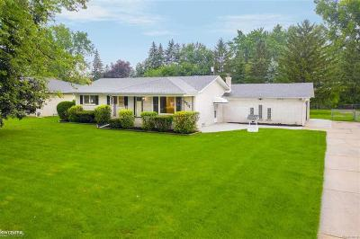 Clinton Twp Single Family Home For Sale: 35711 Campistrano