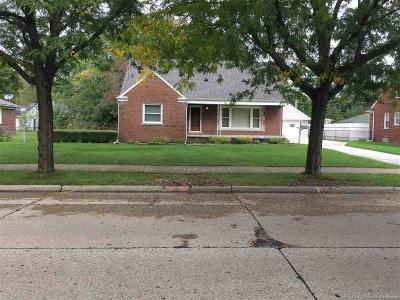 Oakland County, Macomb County, Wayne County Single Family Home For Sale: 20229 Roscommon