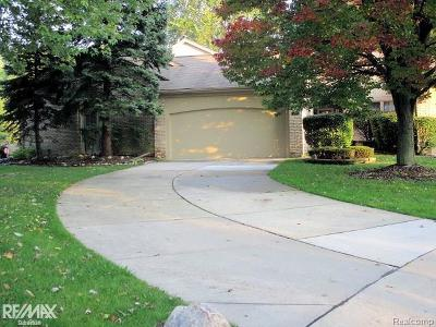 Clinton Twp Condo/Townhouse For Sale: 43103 W Kirkwood Dr