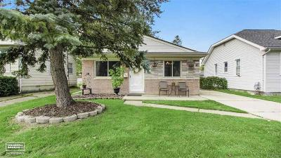 Madison Heights MI Single Family Home For Sale: $139,000