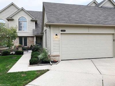 Macomb Twp Condo/Townhouse For Sale: 16945 Coral Lane