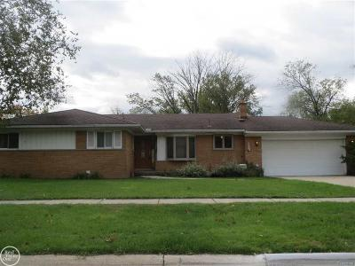 Livonia MI Single Family Home For Sale: $245,000