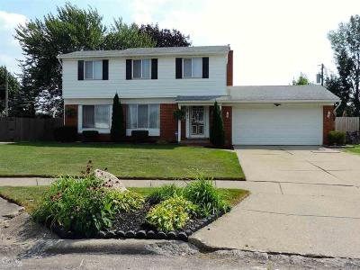 Shelby Twp, Utica, Sterling Heights Single Family Home For Sale: 33742 Dyar