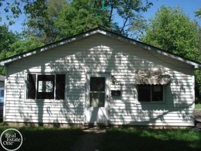 Pontiac Single Family Home For Sale: 951 Fairview