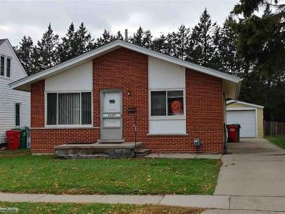 Eastpointe Single Family Home For Sale: 24417 Lambrecht