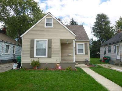 Eastpointe Single Family Home For Sale: 22070 Saxony