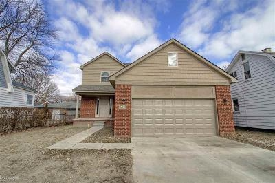 St. Clair Shores Single Family Home For Sale: 22125 Grand Lake