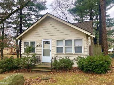 West Bloomfield Single Family Home For Sale: 4366 Bankside Ave