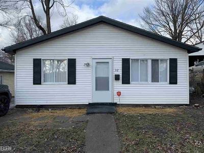 Pontiac Single Family Home For Sale: 32 N Merrimac