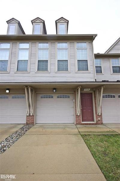 Macomb Twp Condo/Townhouse For Sale: 23416 Clarewood St