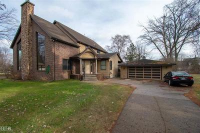 Harrison Twp MI Single Family Home For Sale: $390,000