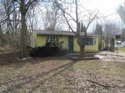 Walled Lake Single Family Home For Sale: 1878 Weir Rd