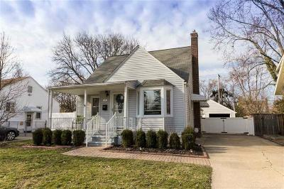 Royal Oak Single Family Home For Sale: 137 E La Salle