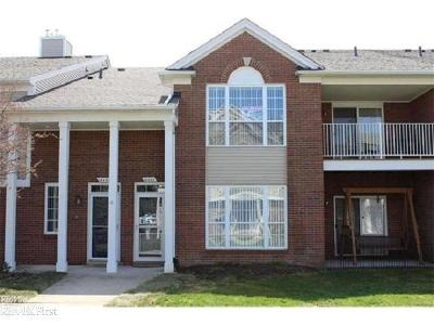 Macomb Twp Condo/Townhouse For Sale: 16453 Chatham